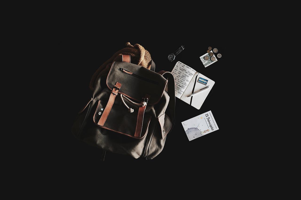 Czym różni się plecak dla osoby dorosłej od plecaka dziecięcego?